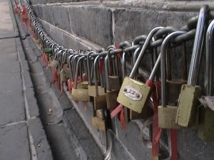 Chinese marriage locks on Great WAll